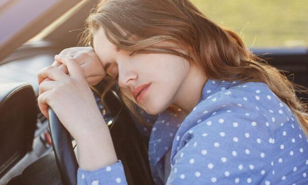 Manejar con sueño: igual de peligroso que hacerlo borracho